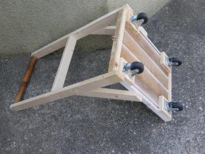図4. 木製台車完成品裏側