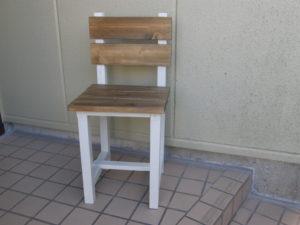 図2. 大人用椅子