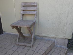 図3. 折りたたみ椅子